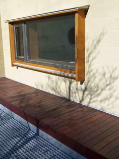 出窓と木の影1.jpg