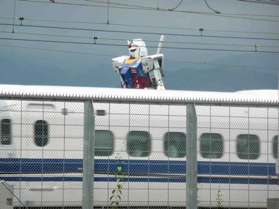 ガンダムと新幹線1.jpg