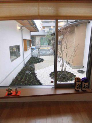 K邸玄関中庭1.jpg